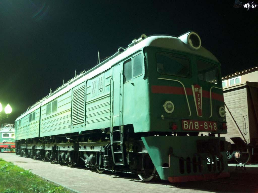 Электровоз ВЛ8-848 в музее на станции Челябинск.  Музей.